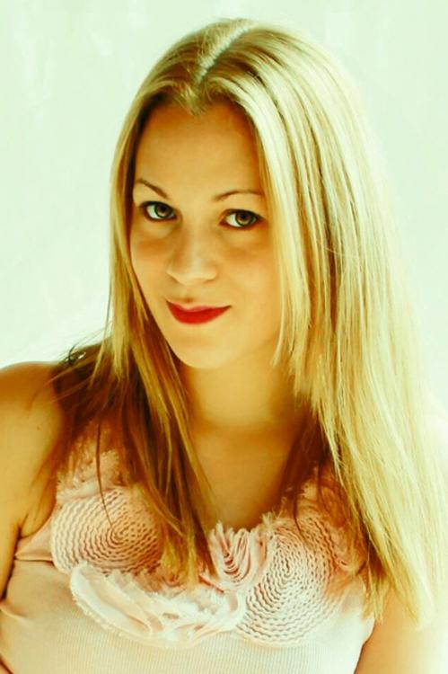 Karina from Berlin, Hair: blond (hell), Eye: braun-gr�n, German: Muttersprache, English: Fliessend, French: leichte Konversation, Spain: nein