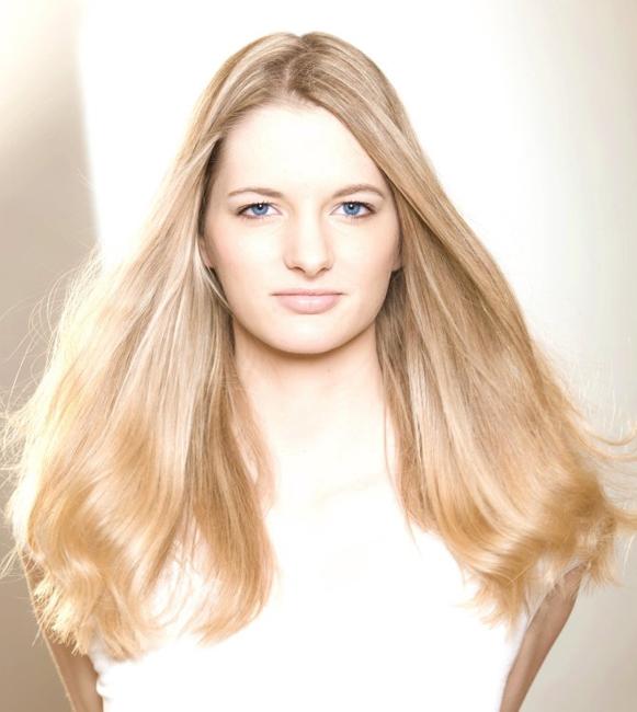 Vanessa from Oberursel, Hair: blond (hell), Eye: blau-grau, German: Muttersprache, English: Fliessend, French: Fliessend, Spain: nein