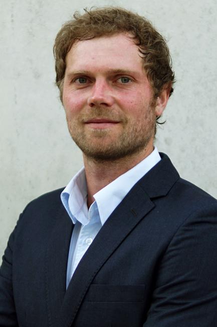 Manuel from München, Hair: blond (mittel), Eye: blau, German: Muttersprache, English: Fliessend, French: leichte Konversation, Spain: leichte Konversation
