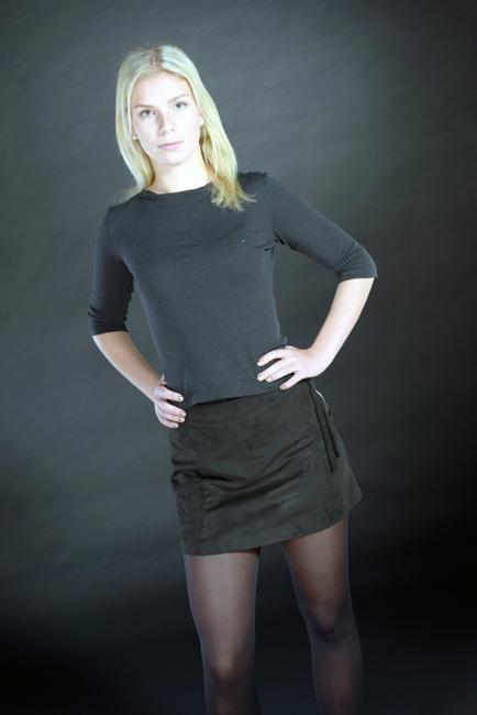Henriette from Frankfurt, Hair: blond (hell), Eye: gr�n, German: Muttersprache, English: Fliessend, French: leichte Konversation, Spain: nein