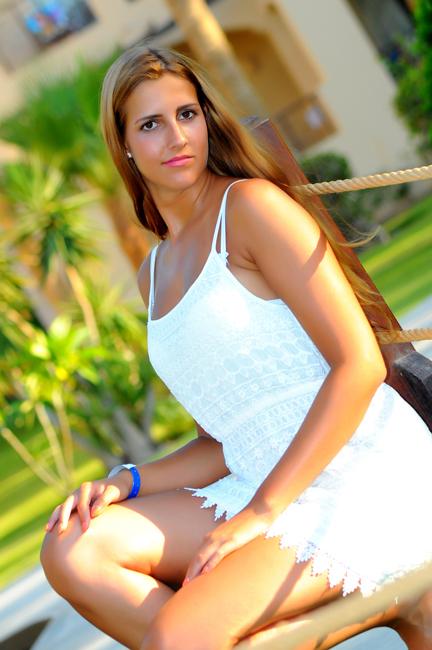Melina from D�sseldorf , Haare: braun (dunkel), Augen: braun, Deutsch: Muttersprache, Englisch: Fortgeschritten, Französisch: nein, Spanisch: nein