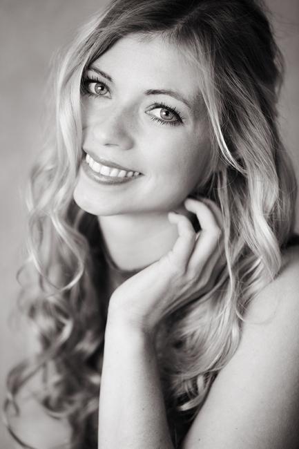 Anne from Leipzig, Hair: blond (dunkel), Eye: blau, German: Muttersprache, English: Fliessend, French: Fortgeschritten, Spain: nein