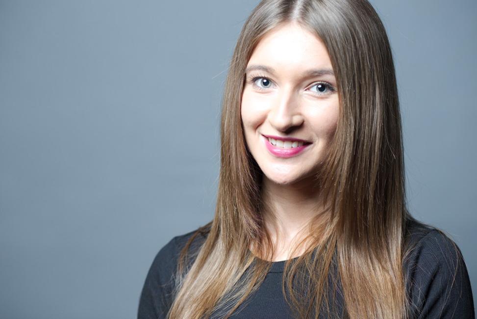 Daniela from Alsdorf, Hair: braun (mittel), Eye: blau-grün, German: Muttersprache, English: Fliessend, French: leichte Konversation, Spain: nein