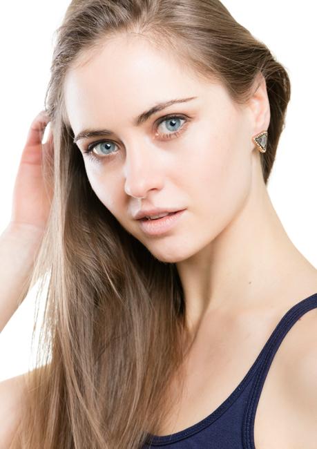 Alina aus Tangerm�nde, Haare: blond (dunkel), Augen: blau, Deutsch: Muttersprache, Englisch: Fliessend, Französisch: nein, Spanisch: nein