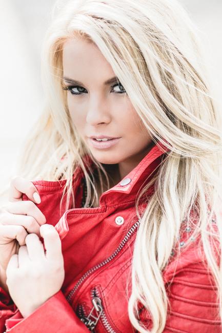 Romina from Stuttgart, Hair: blond (hell), Eye: braun-gr�n, German: Muttersprache, English: Fortgeschritten, French: nein, Spain: nein