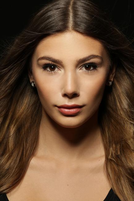 Victoria  from Kronberg, Hair: braun (mittel), Eye: braun, German: Muttersprache, English: Fliessend, French: nein, Spain: nein