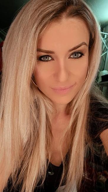 Tatjana aus Braunschweig, Haare: blond (dunkel), Augen: grün-grau, Deutsch: Muttersprache, Englisch: leichte Konversation, Französisch: nein, Spanisch: nein