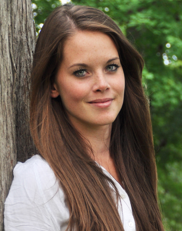 Katja from Berlin, Hair: braun (mittel), Eye: grün-grau, German: Muttersprache, English: fliessend, French: Dolmetschen / Translator, Spain: leichte Konversation