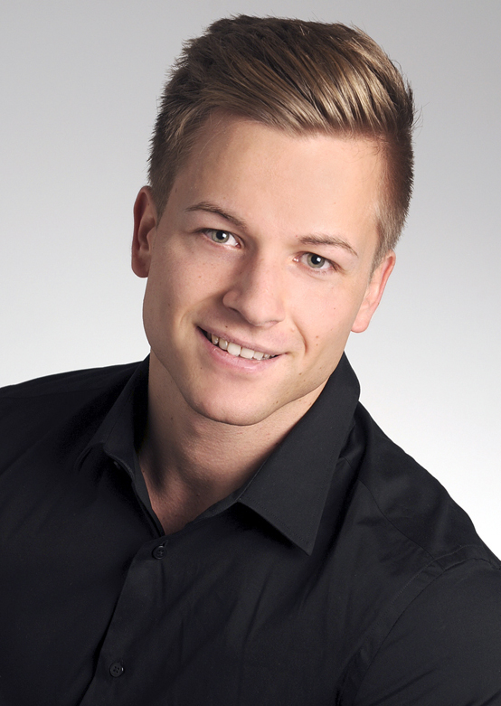 Florian from Herten, Hair: blond (mittel), Eye: blau-grün, German: Muttersprache, English: fliessend, French: nein, Spain: nein
